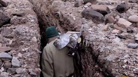 男子隐居沙漠25年,被找到仍不肯走,走进洞口后惊艳世人