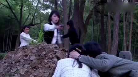 姑娘被鬼子包围,躲在坟地不敢动,幸好狙击手来的及时枪枪爆头!