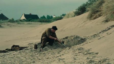 敦刻尔克:汤米在一旁上大号,却看到有人在一边埋尸体,吓得不轻啊!