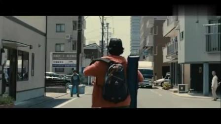 男子走在街头发现有些人不正常,下一秒丧尸就了整个小镇