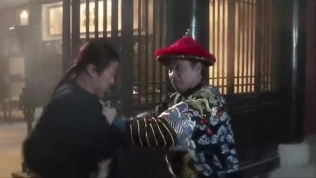 海公公传授韦小宝刀法,而他却在一旁大吃大喝