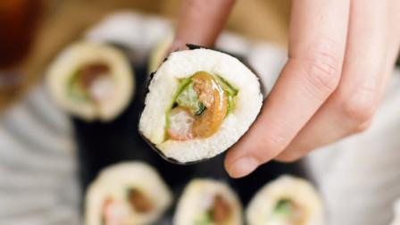 寿司做法真简单,自己想吃什么加什么,口味一点不比日料店卖的差