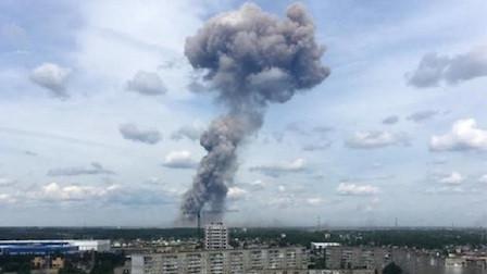 天空传来一声巨响,俄罗斯境内突然发生大爆炸,这是一次严肃警告