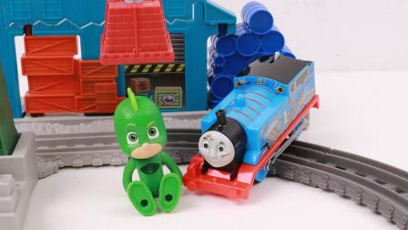 小火车托马斯轨道套装托马斯飞壁侠帮助吊机