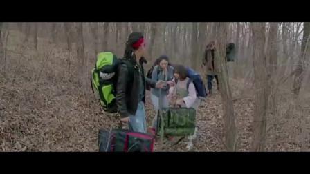 女大学生和同学去野外写生,途中处处充满危险!