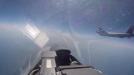 俄空军苏-27战机高难度贴身翻转拦截美军B-52远程战略轰炸机