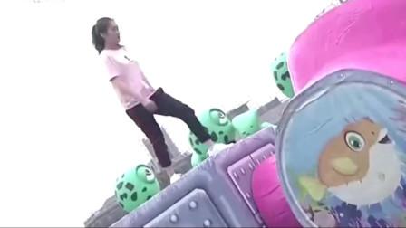 男生女生向前冲:小美女来闯关,这么努力给加两个鸡腿没人反对吧!