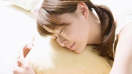 女性睡前的3个坏习惯,最容易致使发胖,看看你是不是在其中