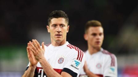 拜仁全队展示新赛季客场球衣!莱万上身直接帅炸