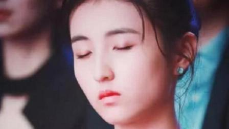 张子枫胆子真大!领奖台下还能睡着,被点名后她的动作真有亮点