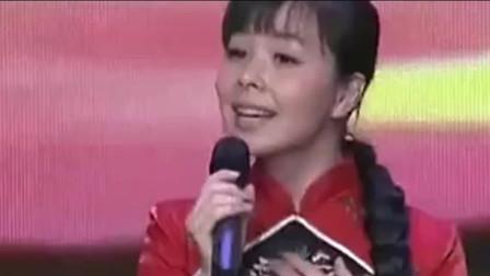 王二妮扮于文华和朱之文演唱《 沂蒙山小调 》绝对他俩配一脸