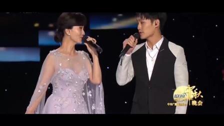 我天!63岁赵雅芝与儿子合唱一首歌突然爆红,这才是人生赢家