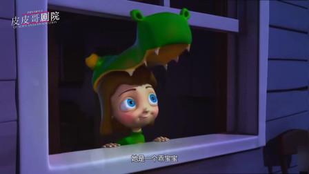 可爱小女孩抓住了一只萤火虫