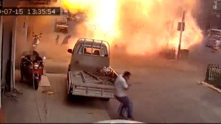高清突发!安徽一流动摊贩液化气罐发生爆炸 有人员受伤