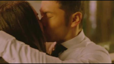 杨幂与黄晓明在大雨中拥吻,这看起来太甜蜜啦