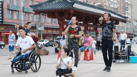 残疾人袁雪团,街头好声音,歌声传递真情,爱心洒人间