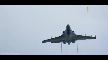 俄罗斯Su-35C战斗机飞行表演, 这款战斗机灵敏度非常的高!