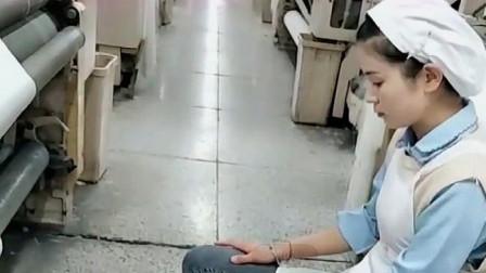 妹子在工厂上班200一天,还要天天扣工资,真想辞职不干了!