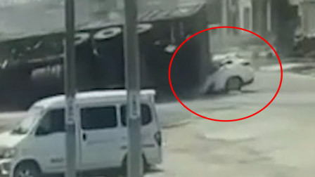 监控曝光!河北一小车遭大货车撞击埋压 司机当场身亡