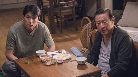 韩国人把中华孝道学到骨子里了,郑雨盛为了照顾生病的父亲不结婚