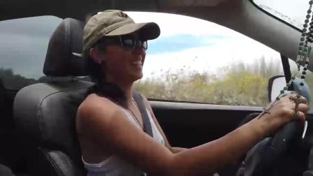 女司机开斯巴鲁森林人去玩越野,在山里转几圈后尴尬的一幕发生了
