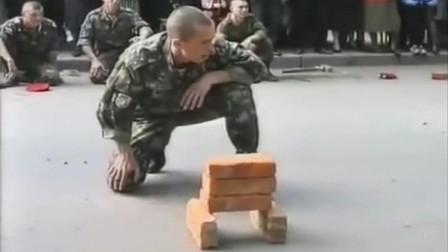 这是哪个工厂造的砖?看把俄罗斯大兵折磨的,要崩溃了!
