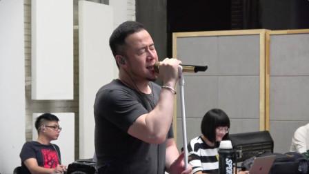 现场 杨坤自曝演唱会亮点    为好身材相当刻苦