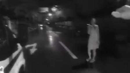 浙江一女子送饭看见丈夫给女同事打伞 暴雨中持刀欲自杀