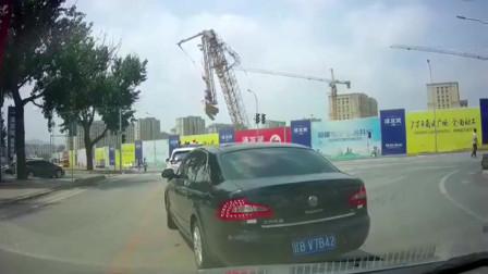 大连一工地塔吊倒塌 司机送医抢救无效死亡