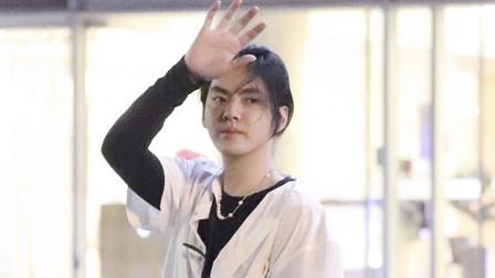 八卦:吴亦凡终于剪头发啦! 粉丝集体要求晒新发型
