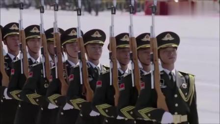中国标兵踏上阅兵场,看完振奋人心