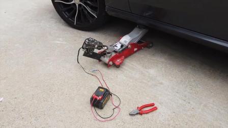 小哥把千斤顶改装成电动的,使用起来省力多了