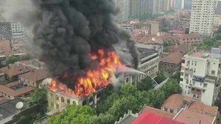 """实拍:湖北""""百年建筑""""发生火灾浓烟滚滚 10名责任人被刑拘"""