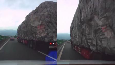 """高速上大货车强行变道差点""""挤扁""""轿车 女司机吓到猛喊停车大哭"""