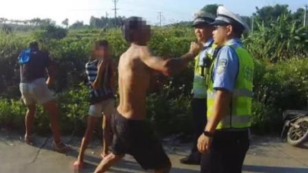 气焰嚣张!男子酒驾撞上母子,不知悔改的他跳锤交警,群众怒了,直接上前盘他!