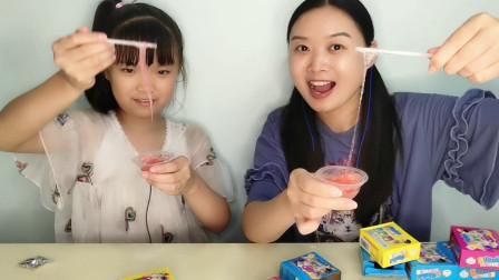 """俩吃货吃""""DIY超级拉泡糖"""",搅拌吹泡还能拉丝,香甜超有趣"""