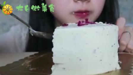 吃播姐姐:吃荔枝玫瑰蛋糕,吃的太馋人了