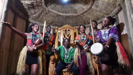 17岁男孩成非洲酋长,却要继承父亲72个妻子,男孩:压力太大了!