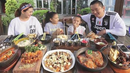 全家总动员享受巴西美食炸牛肉鸡肉炒菠萝猪肉海鲜奶油汤披萨