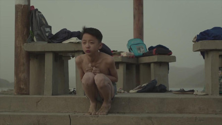 两个小男孩到水库玩耍,一个溺亡,另一个带着秘密活了下去