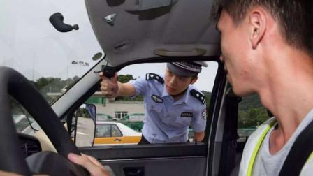 小伙考科目二时,车内发出异常震动,监考民警却果断刑拘教练!
