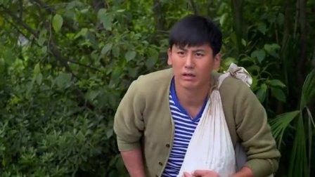 农村汉把校园当村里了,上个厕所被人抓,尽给媳妇丢脸了