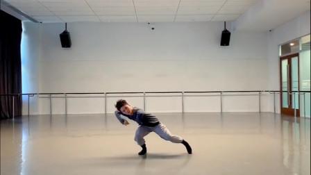 舞蹈《一荤一素》,毛不易的歌感人,小哥哥的舞动人,让人沉醉!