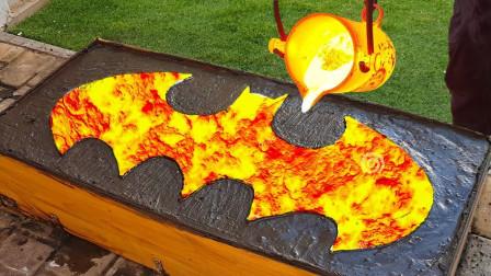 小伙用1000度铜水浇铸蝙蝠侠标志,看到成品,网友:九齿钉耙?