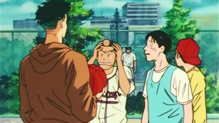 灌篮高手-这三人只是帮阿福传话给樱木,结果惨遭被打,真可怜