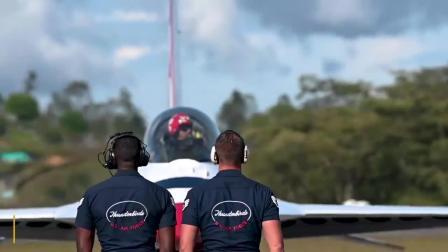 哥伦比亚空军成立100周年 雷鸟飞行表演队骚包演出