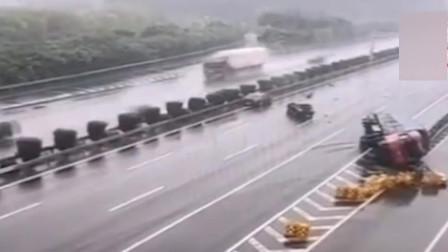 小车错过高速出口突然变道 引发三车连环追尾