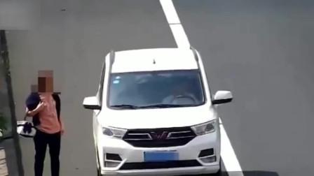 男子高速上尾随女子6分钟 强行塞进车扬长而去