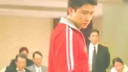 吴京不小心碰到老外被打了一拳,于是展示真功夫,分分钟撂倒老外