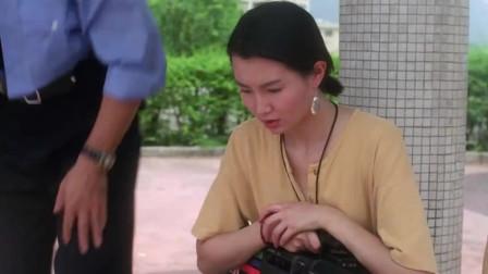 志在出位:美女录影暴露,两人坐在一起蜜汁尴尬